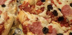 SIMPLE HOME-MADE PIZZA